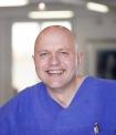 Portrait Dr. Lorenz Holtwick, Gemeinschaftspraxis für Mund-, Kiefer-, Gesichtschirurgie in Lügde (in der Nähe von Hameln), Dr. Lorenz Holtwick, Norbert Drews & Partner, Lügde, Zahnarzt, Oralchirurg (Fachzahnarzt für Oralchirurgie), Mund-Kiefer-Gesichtschirurg (Facharzt für Mund-Kiefer-Gesichtschirurgie)