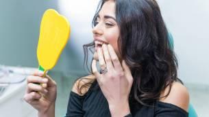 Zahnimplantate für hochwertigen Zahnersatz – warum Erfahrung und Spezialisierung so wichtig sind